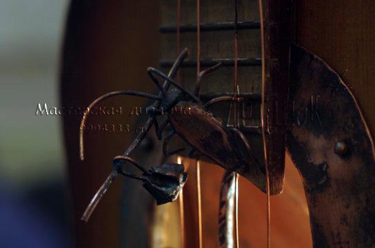 фэнтезийный дизайнерский светильник из гитары своими руками